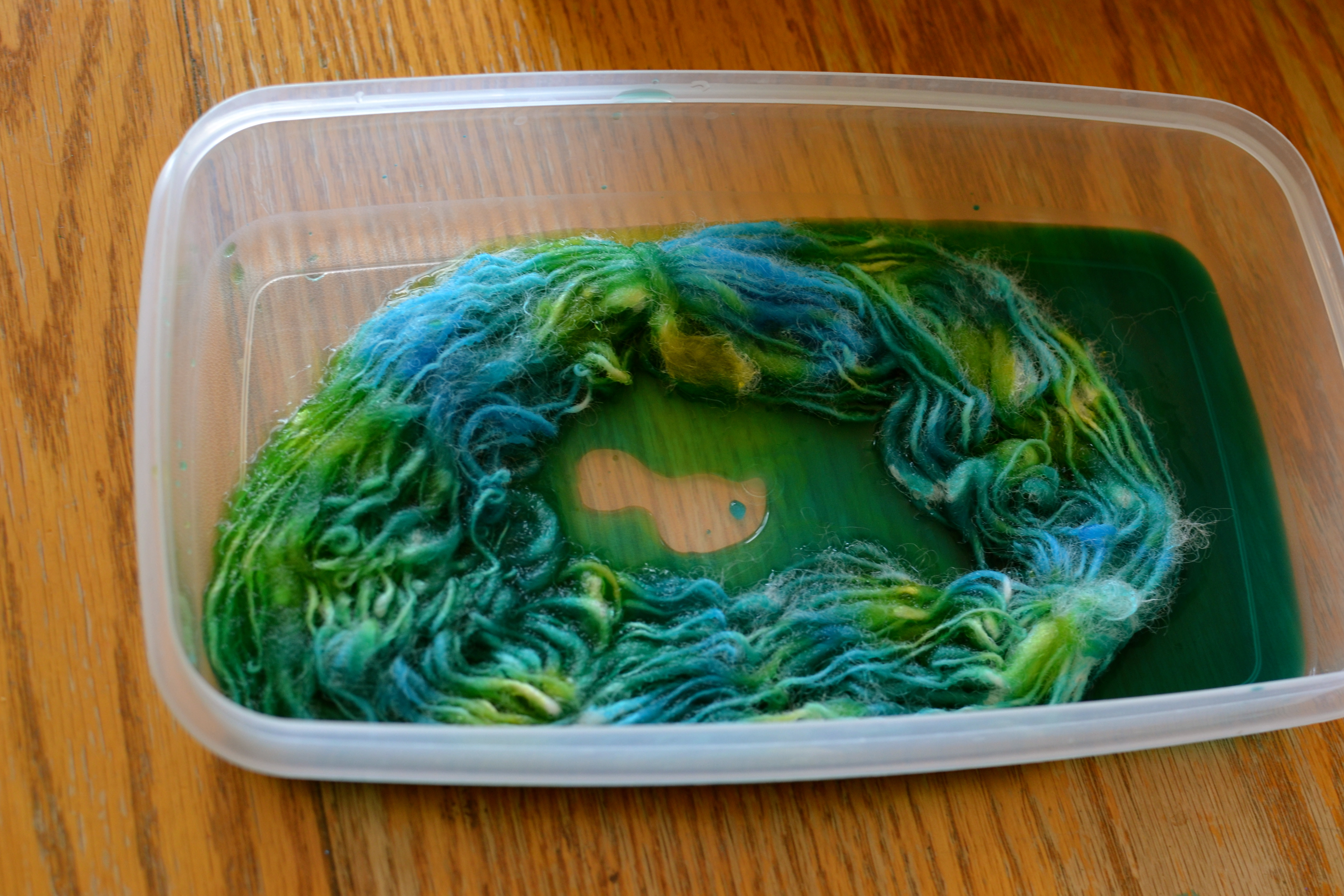 How to dye yarn with food colouring | Stitches and Spoonfuls
